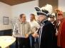 Prins en Adjudant tracteren ambtenaren